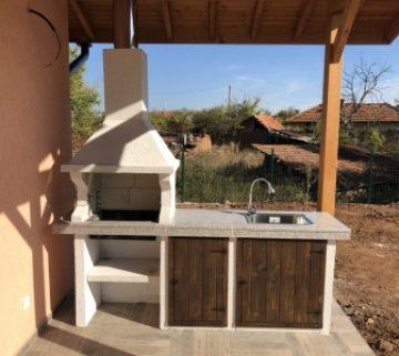 Барбекюта Божена с плот и мивка - гранит
